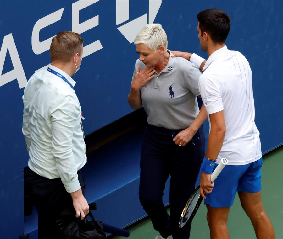 Djokovic Es Descalificado Del Us Open Por Un Pelotazo A Una Juez De Linea Republica Com