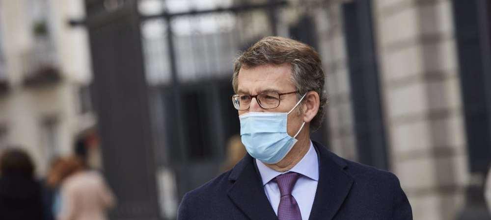 Feijóo pide a Sánchez que imponga el uso obligatorio de las mascarillas FFP2 ante el avance del COVID