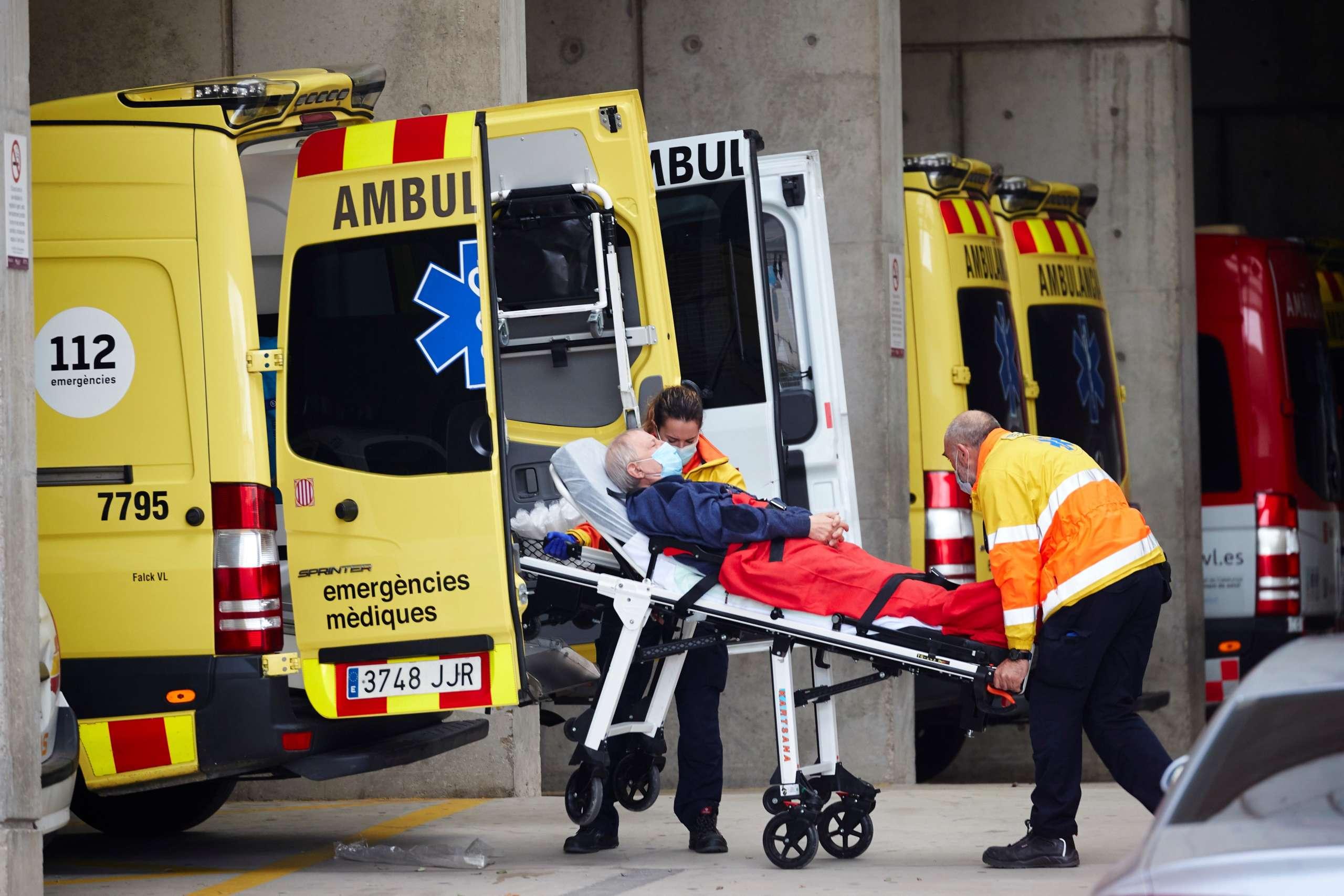 Sanidad notifica 40.285 nuevos contagios y 492 muertes mientras la incidencia alcanza los 899 casos