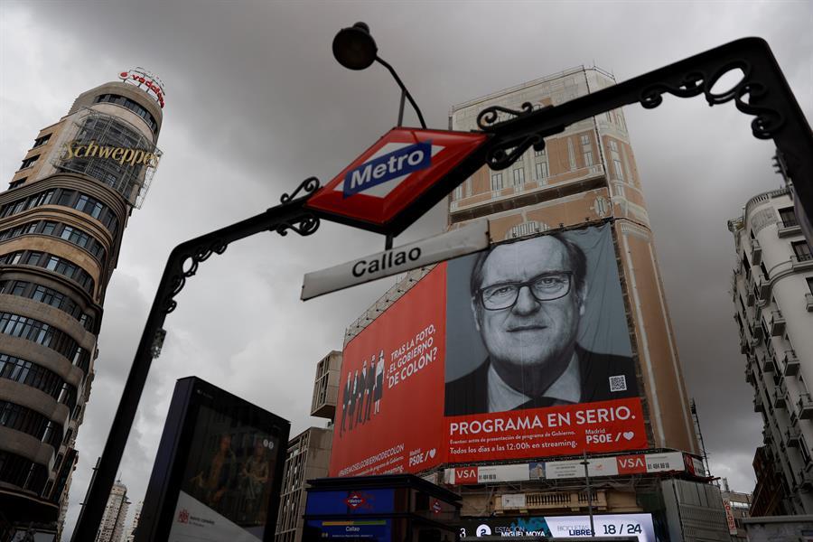 Bal ironiza con el cartel del PSOE, un sitio magnífico la Plaza de Callao -  Republica.com