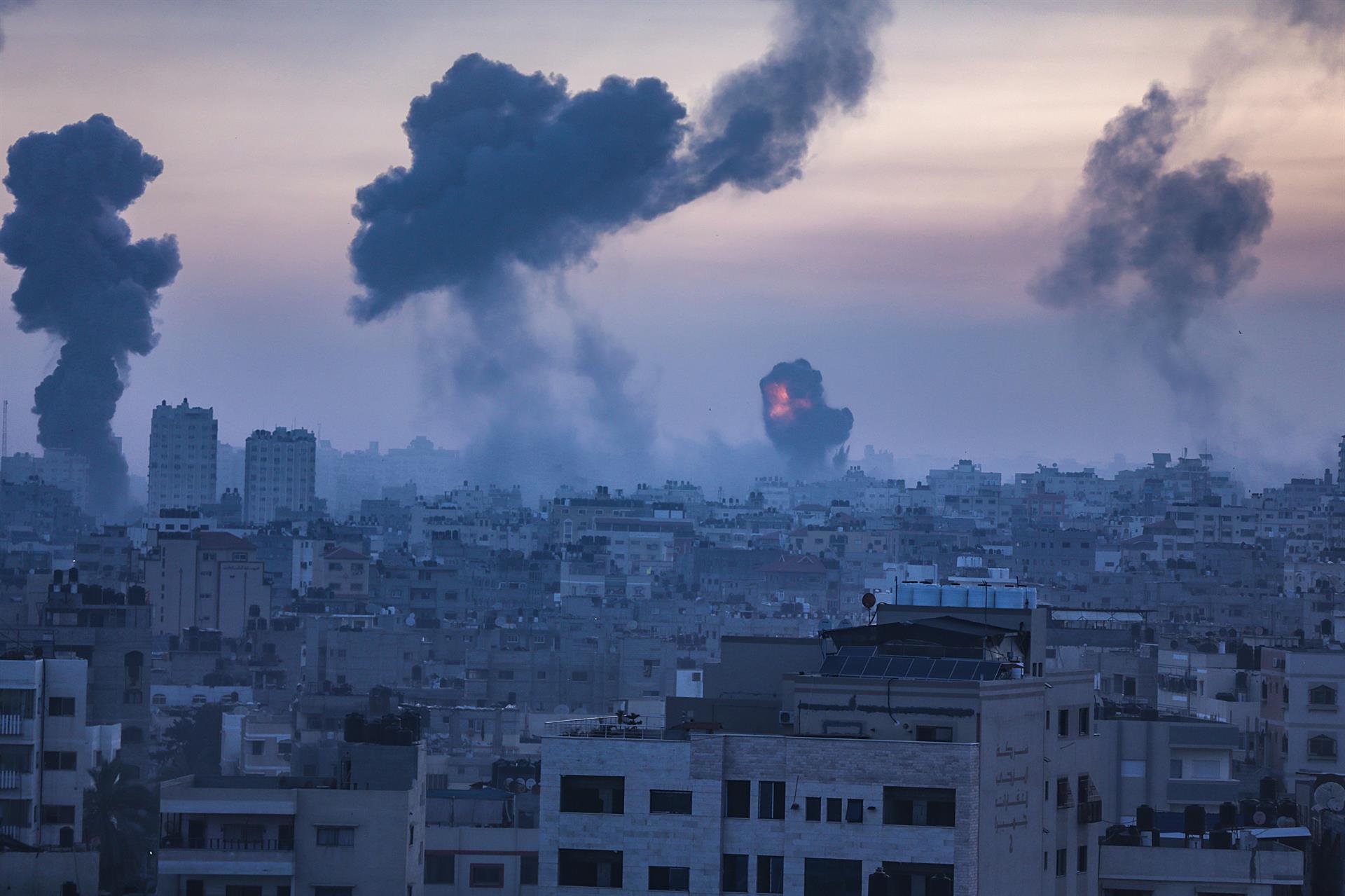 Hamás lanza 500 cohetes en 24 horas contra la población civil de Israel: el gobierno israelí anticipa un conflicto mayor