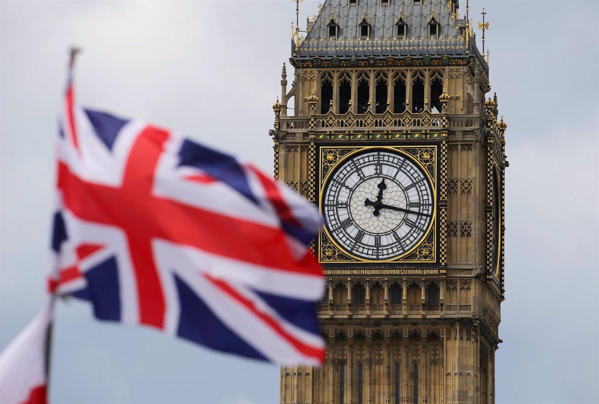 Image Reino Unido confirma a España en la lista ámbar de viajes aunque pide