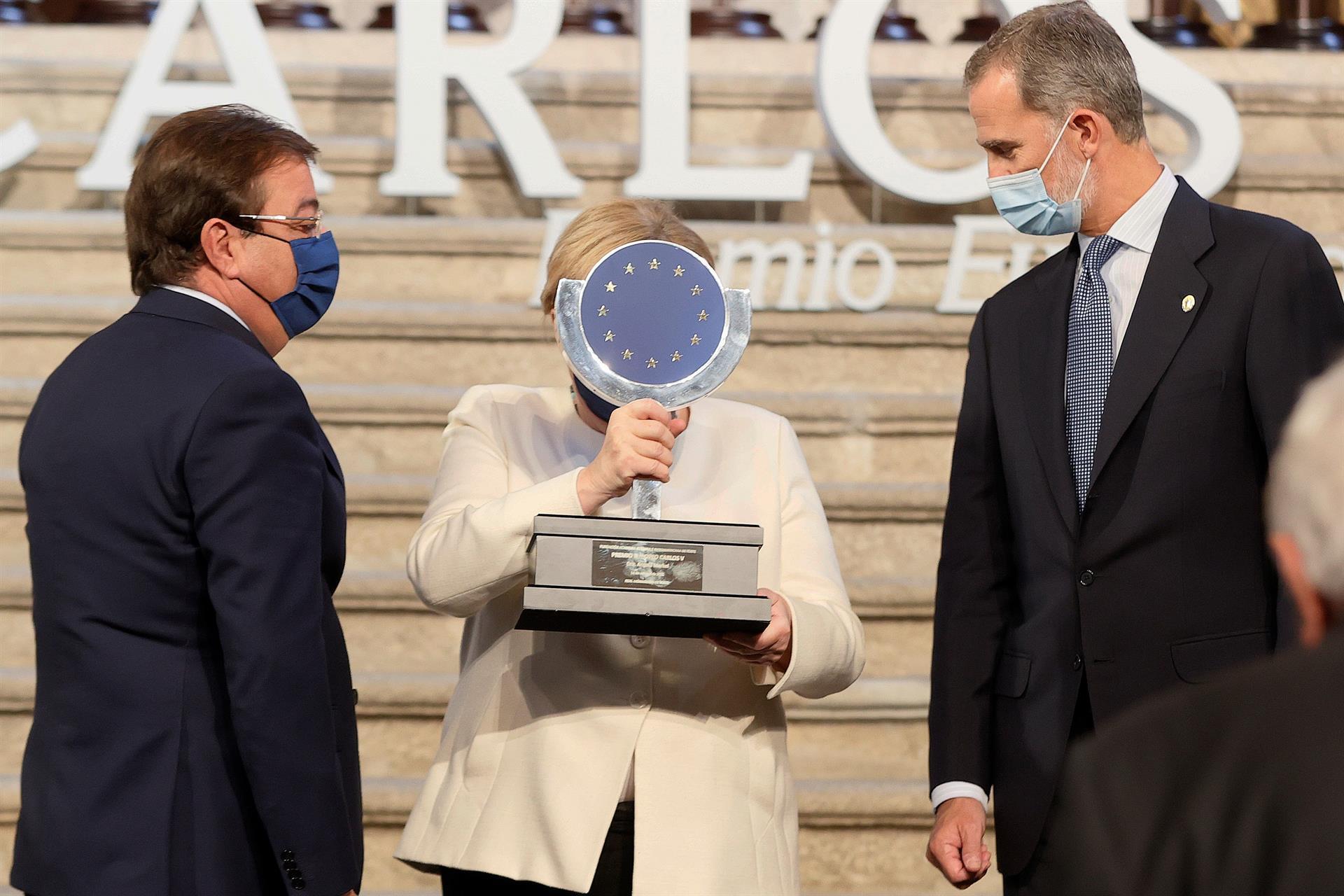 Merkel recibe el premio Carlos V