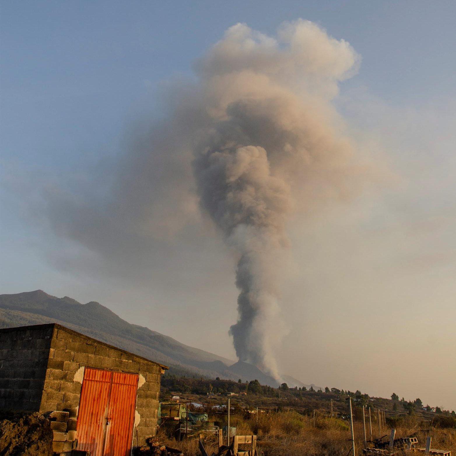 Una fumarola emitida por el volcán de La Palma